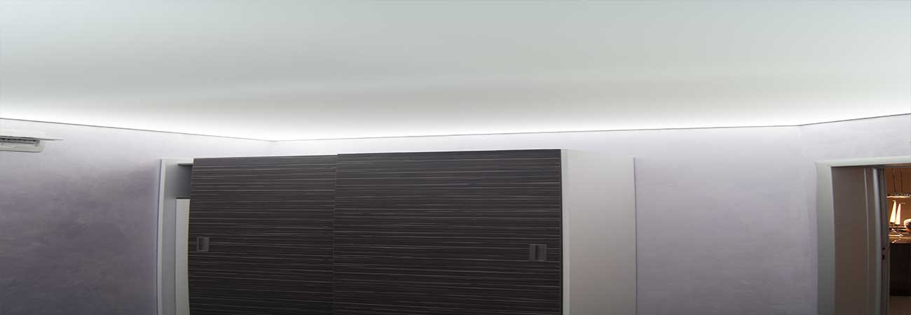 Plafond tendu en pvc ou en toile tendue for Peinture plafond mat ou satine